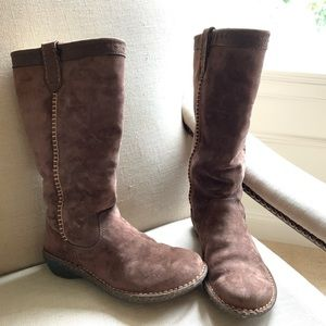 UGG suede boots size 7 EUC